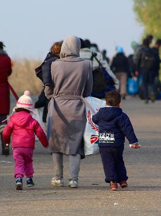 A family at the Berkasavo border crossing between Serbia and Croatia (https://flic.kr/p/Bo16t9)